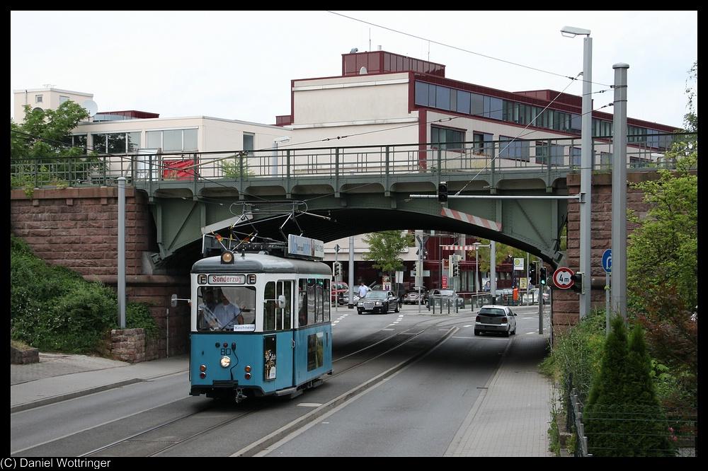 triebwagen 80 unterquerte gerade die stillgelegte eisenbahnstrecke kirchheim g terbahnhof. Black Bedroom Furniture Sets. Home Design Ideas