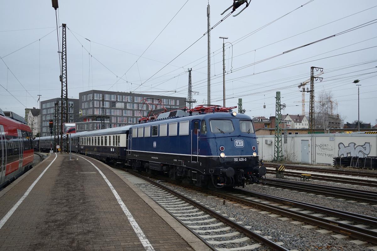 http://www.bahnbilder.de/1200/110-428-tri-faehrt-am-1072074.jpg