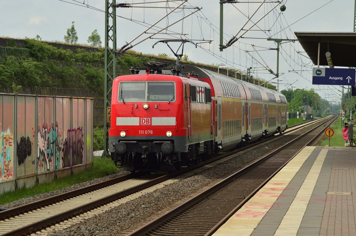 111 076 mit RE 7 nach Münster in Allerheiligen. 27.4.2014