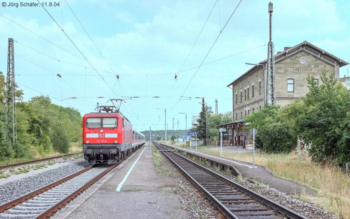 112 127 hielt mit ihrer regionalbahn von treuchtlingen nach w rzburg am 11 kurz auf gleis. Black Bedroom Furniture Sets. Home Design Ideas