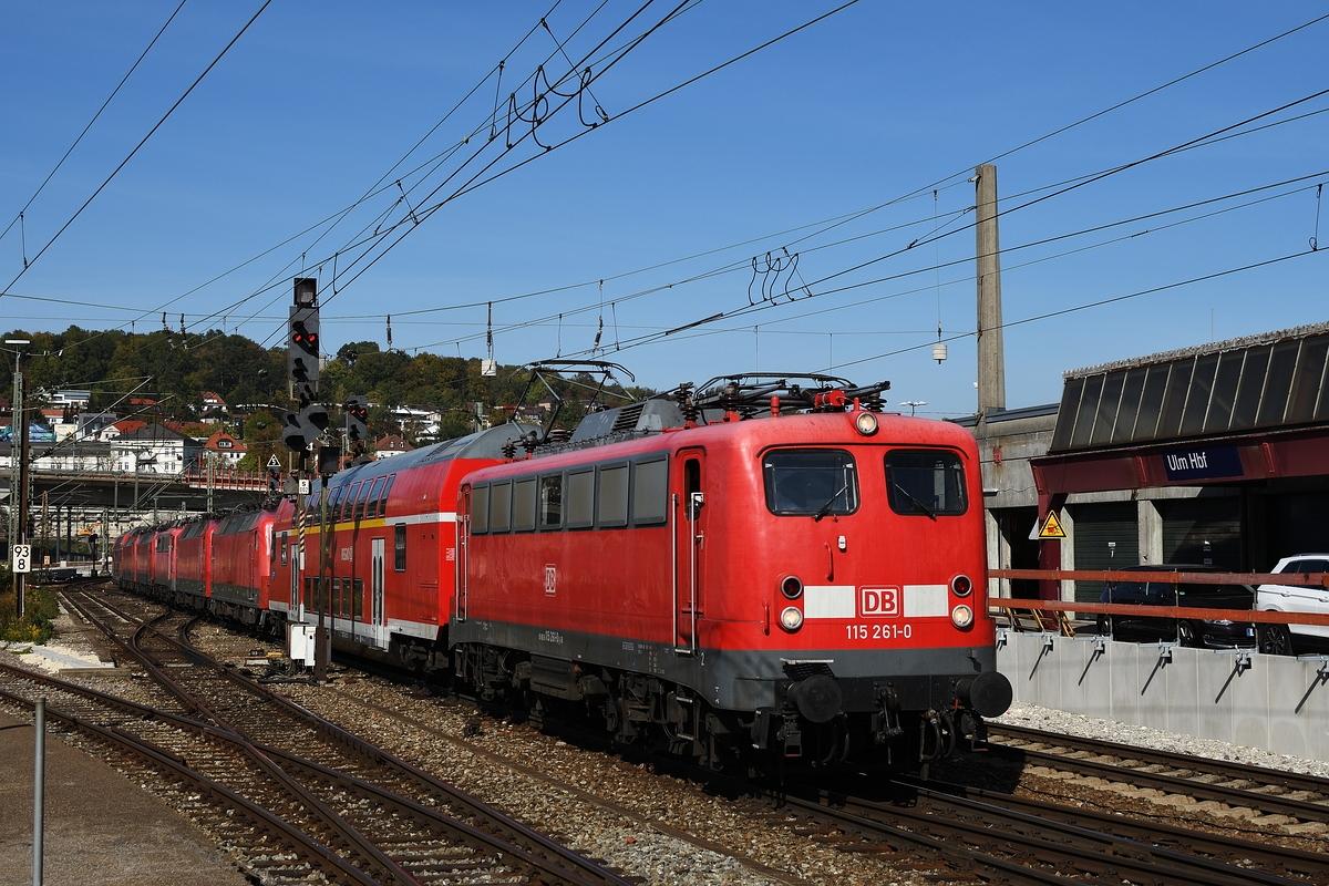 http://www.bahnbilder.de/1200/115-261-am-29-september-1110716.jpg