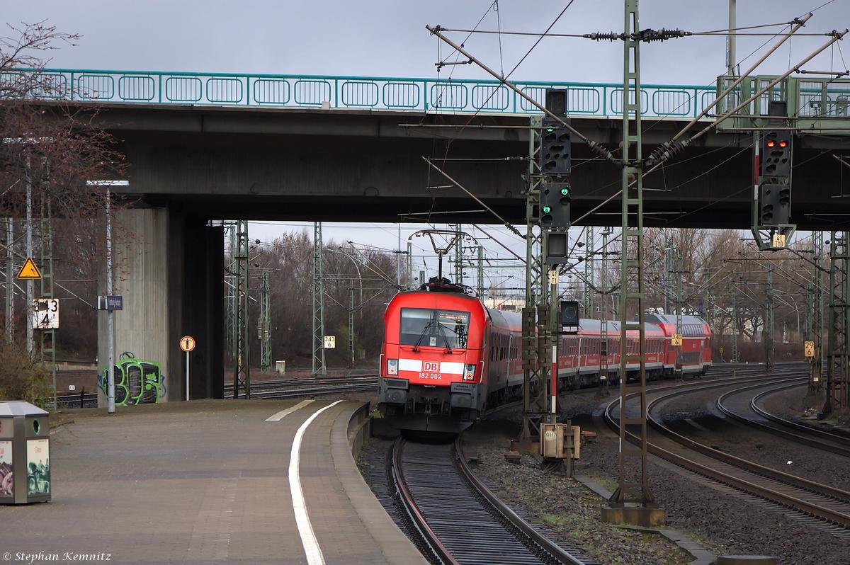 182 002 schiebte ihren ire berlin hamburg express ire 18096 von berlin ostbahnhof nach. Black Bedroom Furniture Sets. Home Design Ideas