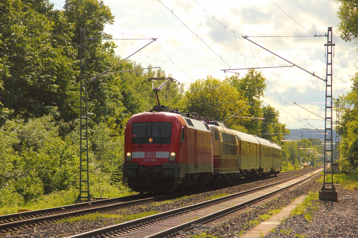 182 506-6 DB + 103 222-6 DB in Michelau/ Oberfranken am 12.05.2014.