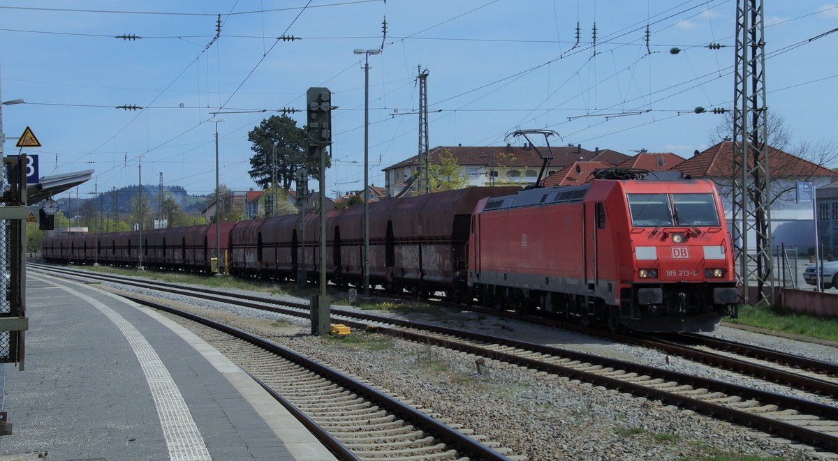 185 213 6 Durchfährt Mit Einem Erzzug Den Bahnhof Von Vilshofen
