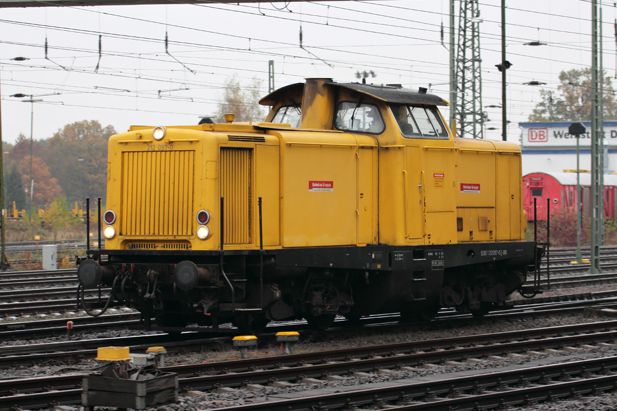 212 097-0 in Duisburg-Entenfang 9.11.2016