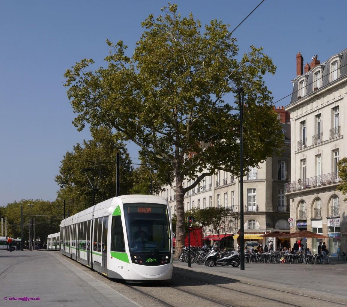 am rande der alstadt ist hier tram tan 386 typ caf urbos3 baujahr 2012 als ligne 1 nach. Black Bedroom Furniture Sets. Home Design Ideas