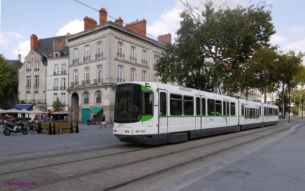 am rande der altstadt ist hier tram tan 308 typ alsthom tfs tramway fran ais standard baujahr. Black Bedroom Furniture Sets. Home Design Ideas