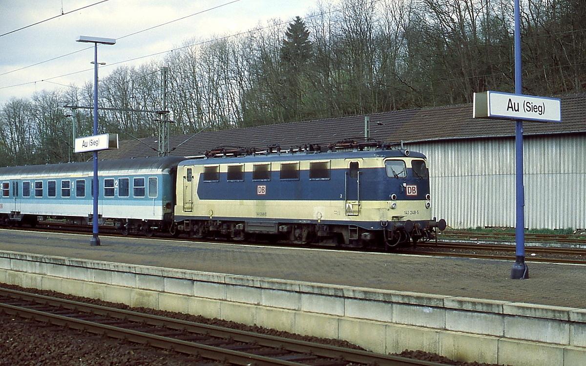 Anfang der 1980er Jahre erhielt die 141 248-5 im Rahmen eines ...