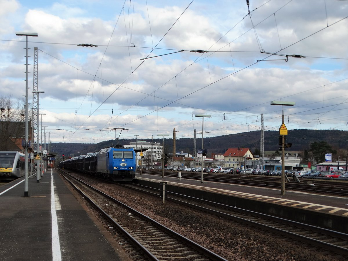 Captrain/ITL 185 CL 004 mit Autotransportwagen am 27.02.17 in Gelnhausen Bhf