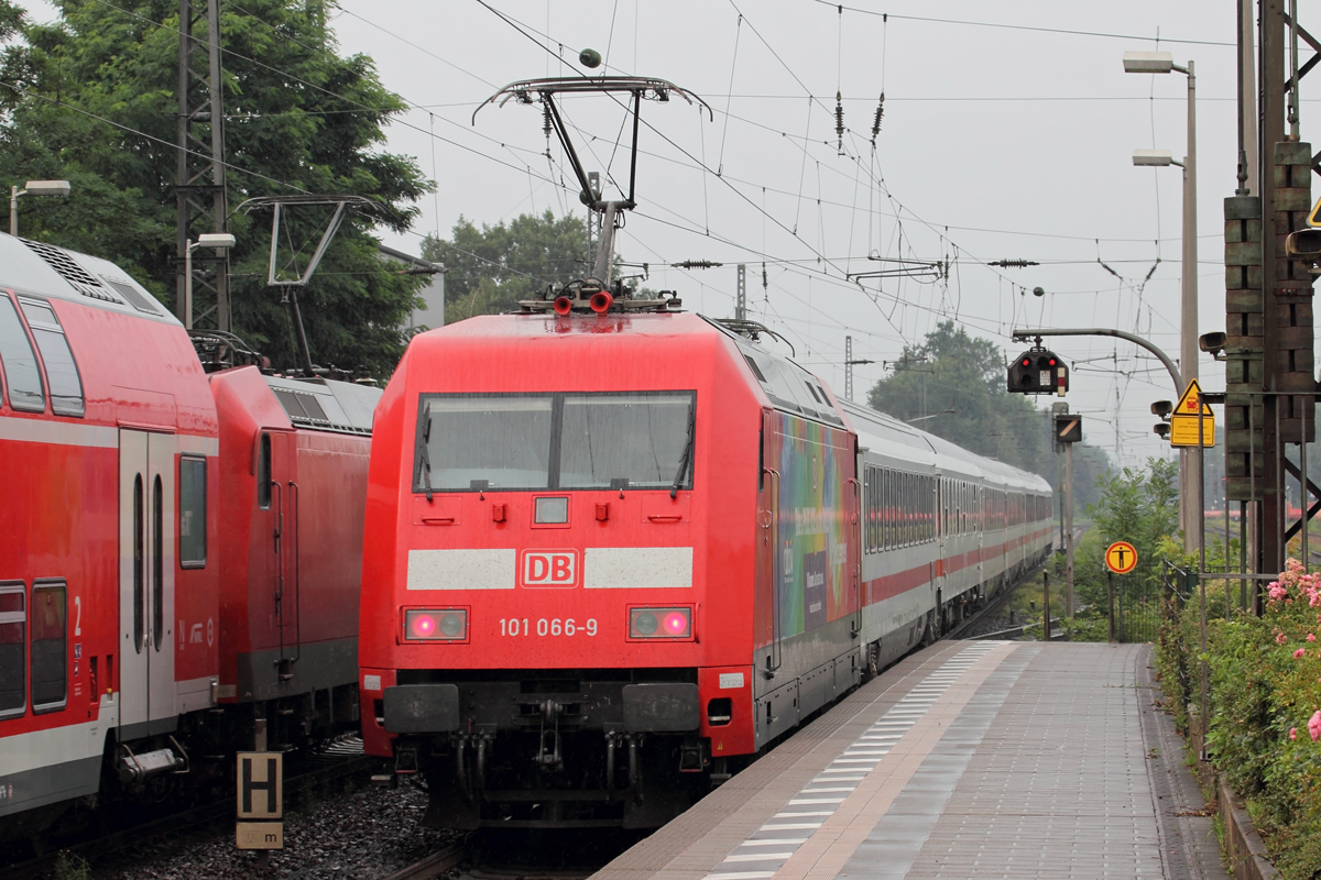 DB 101 066-9 schiebt IC 2004 nach Emden in Recklinghausen-Süd 14.7.2020