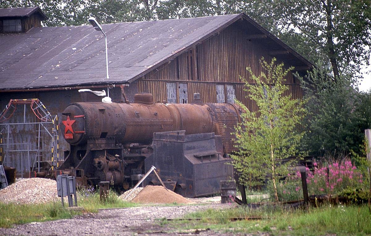 Ein Museum entsteht! Jaromer am 25.6.1988. Teile der Dampf Tenderlok ...
