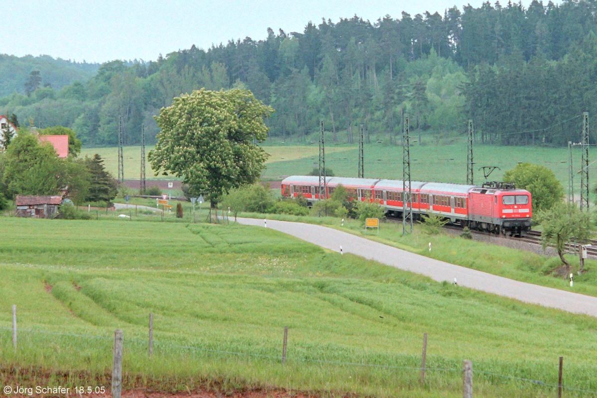 eine regionalbahn nach w rzburg am n rdlichen ortsrand von rosenbach bei km 64 6 blick na. Black Bedroom Furniture Sets. Home Design Ideas