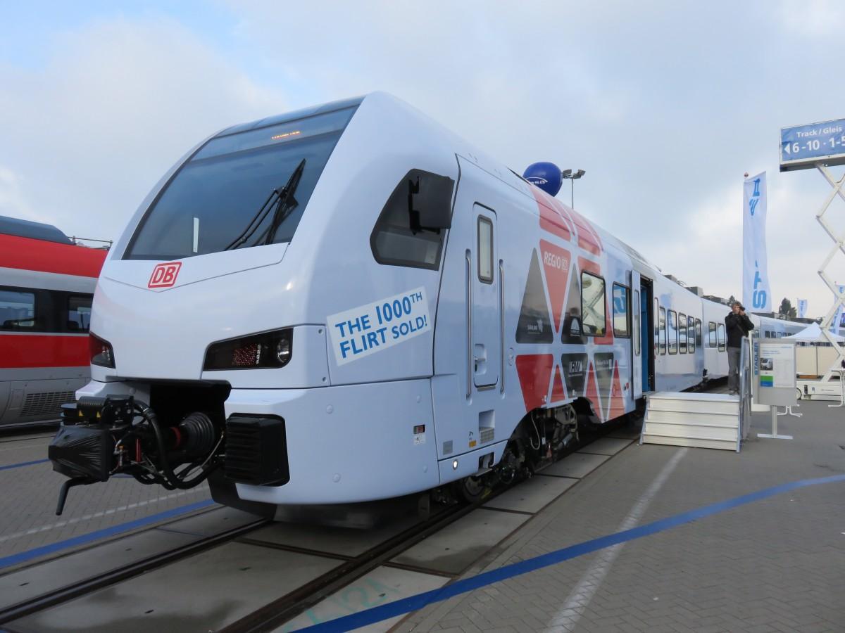 Cantus vierteiliger FLIRT 428 551 steht abfahrbereit Richtung Kassel ...