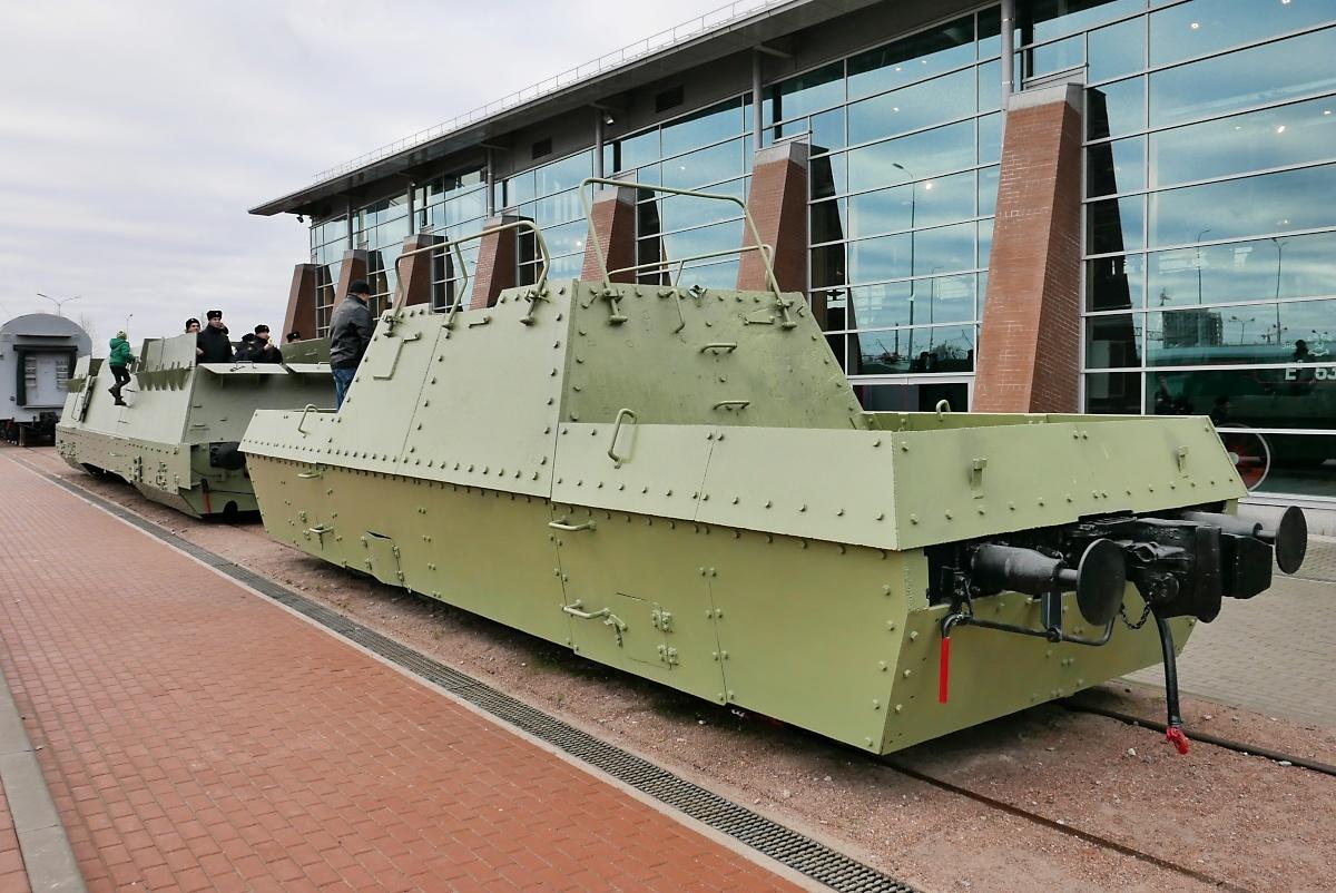 Klettergerüst Russisch : Gepanzerter truppentransportwaggon im russischen eisenbahnmuseum in