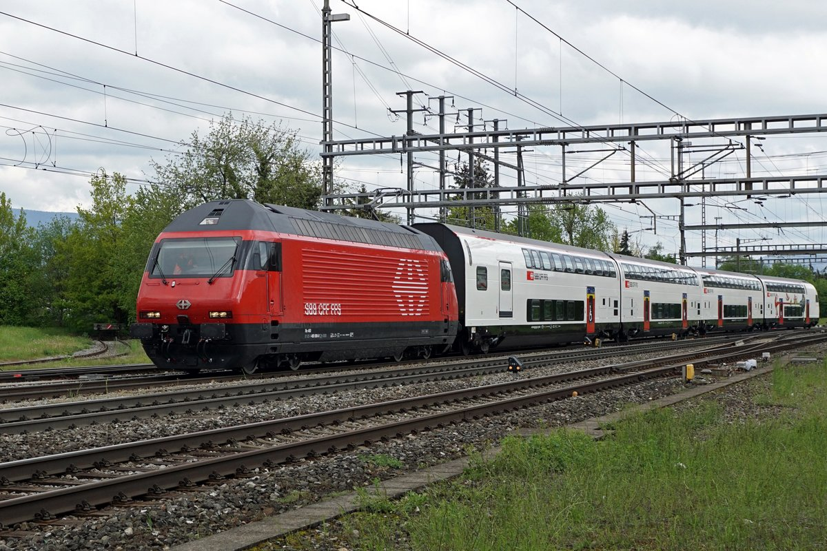 Modernisierte IC-Komposition 2000 mit Re 460 006-0 + A + B + AD + Bt 26 - 94 926 in Herzogenbuchsee am 13. Mai 2019.
