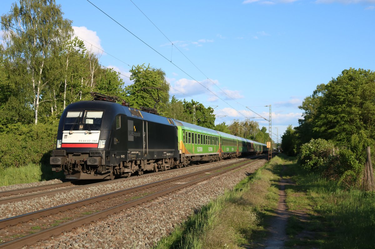 MRCE/Dispolok ES 64 U2-097 (182 597) mit dem Flixtrain in Hanau West am 12.05.19