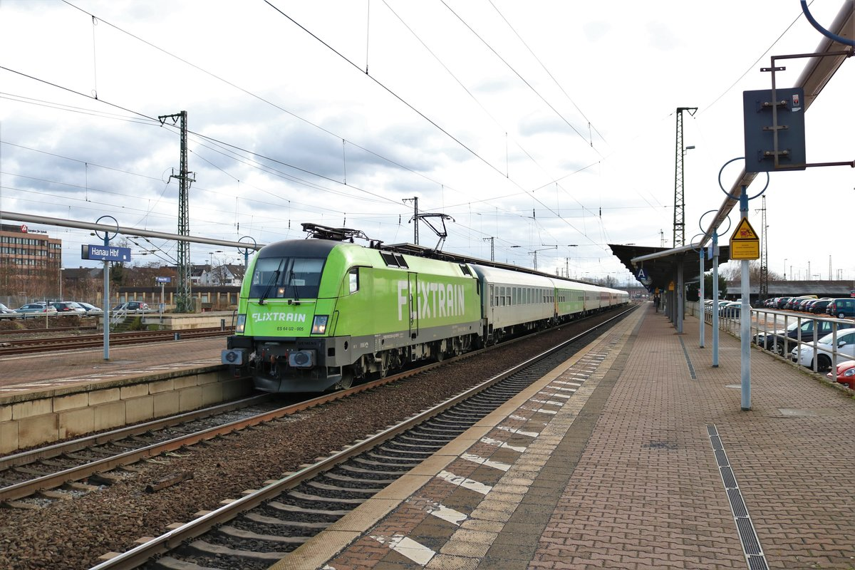 MRCE/Dispolok Flixtrain ES 64 U2-505 (182 505-8) mit dem FLX32621 in Hanau Hbf am 09.02.19