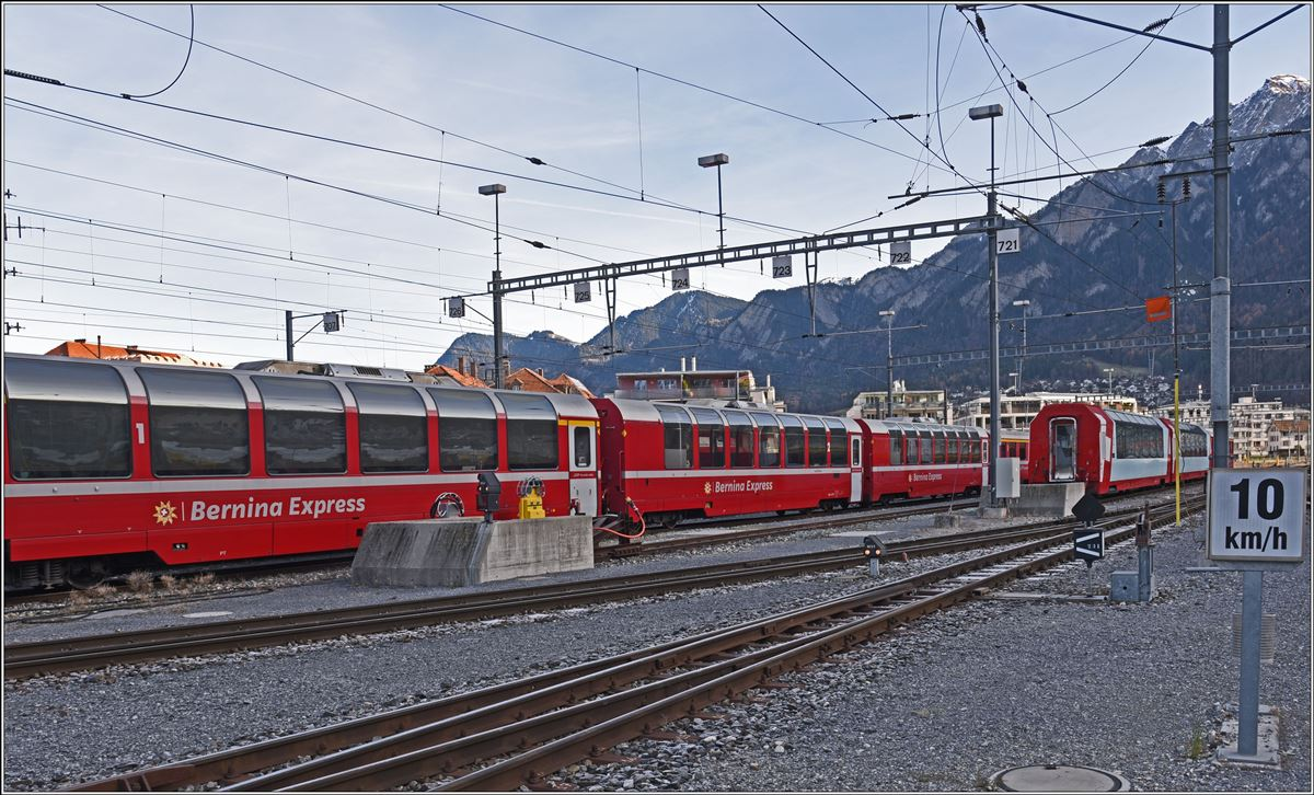 Panoramawagen Bernina Express und Glacier Express in Chur Gbf. (08.12.2019)