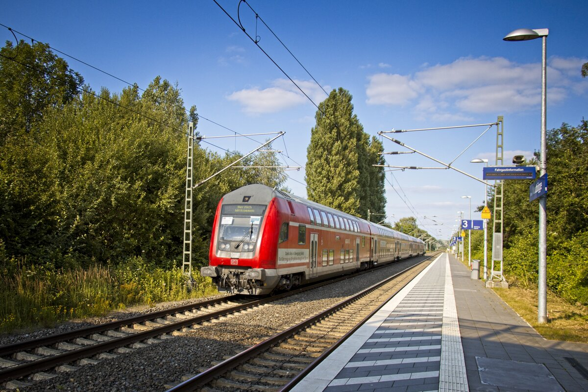 https://www.bahnbilder.de/1200/re3-ersatzzug-mit-gebrauchtzug-doppelstockwagen-geschoben-111-1260313.jpg