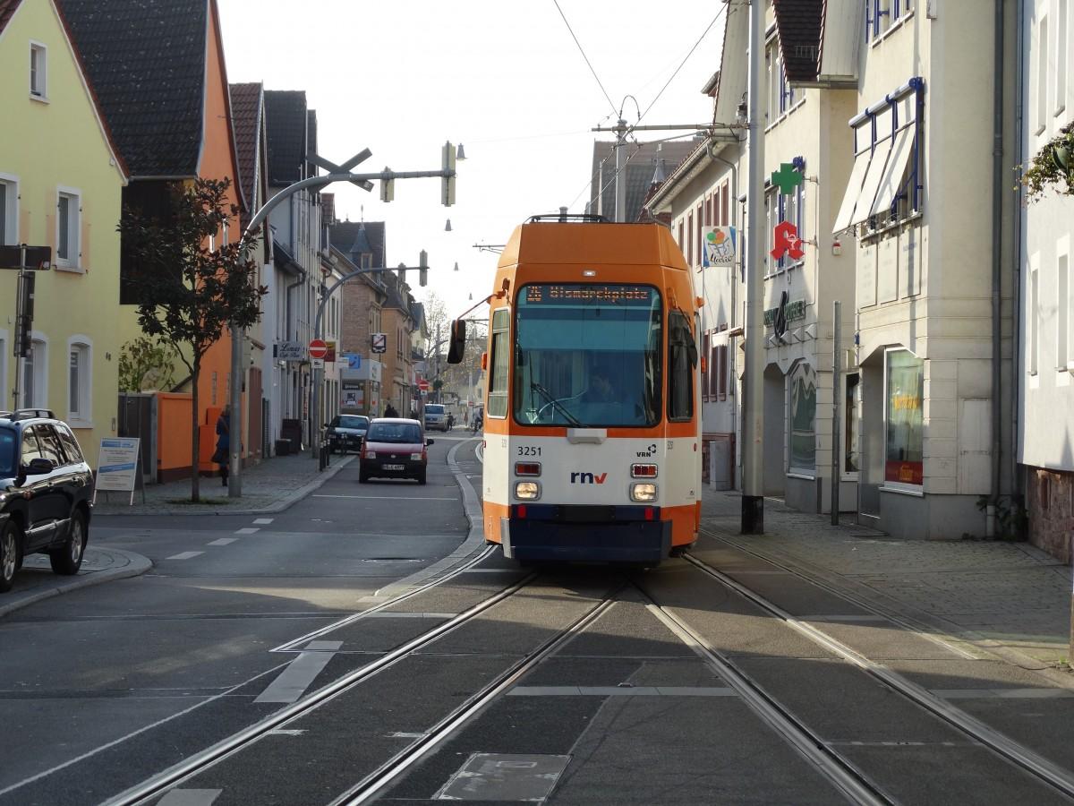 RNV Düwag M8C 3251 (modernisiert) am 22.11.14 in Heidelberg Kirchheim ...