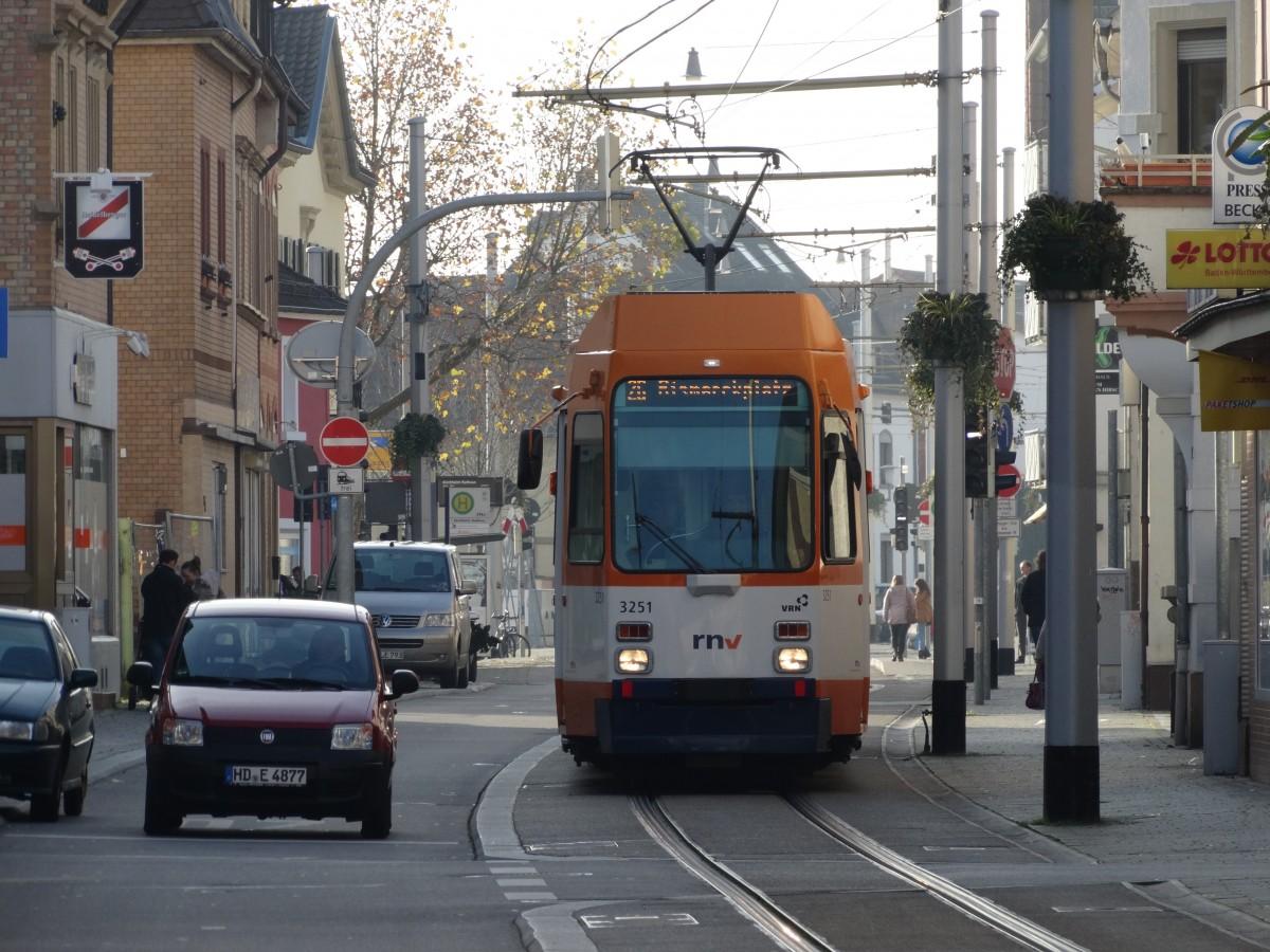 RNV Düwag M8C 3251(modernisiert) am 22.11.14 in Heidelberg Kirchheim ...