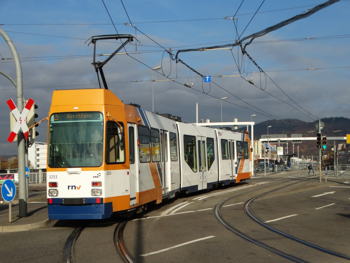 RNV Düwag M8C 3253 (modernisiert) am 12.11.15 in Heidelberg ...