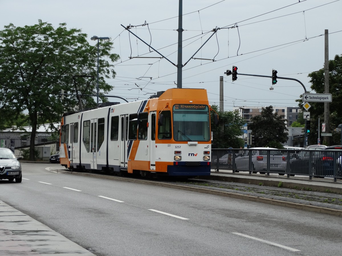 RNV Düwag M8C 3257 (modernisiert) am 19.06.15 in Heidelberg ...