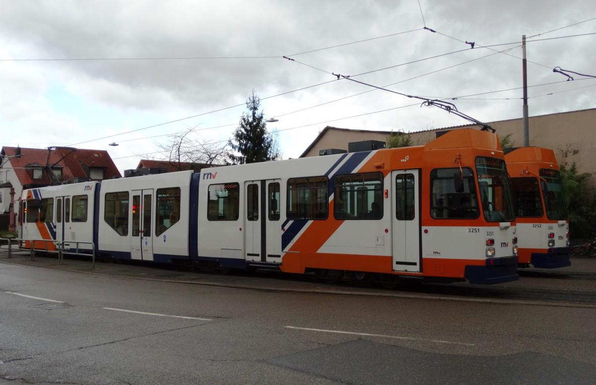 RNV Düwag M8C (modernisiert) 3251 und 3252 am 10.01.15 in Heidelberg ...