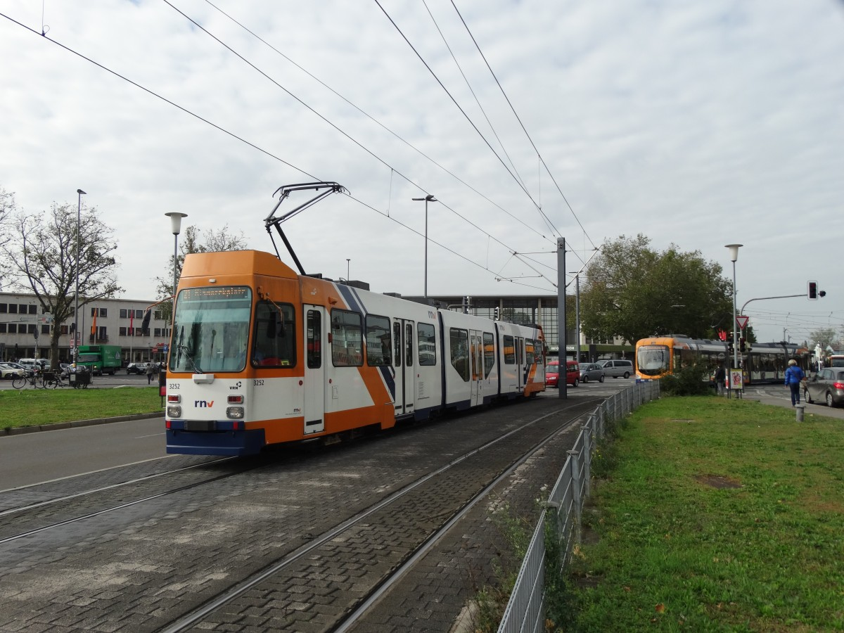 RNV Düwag M8C (modernisiert) 3252 am 09.10.15 in Heidelberg ...