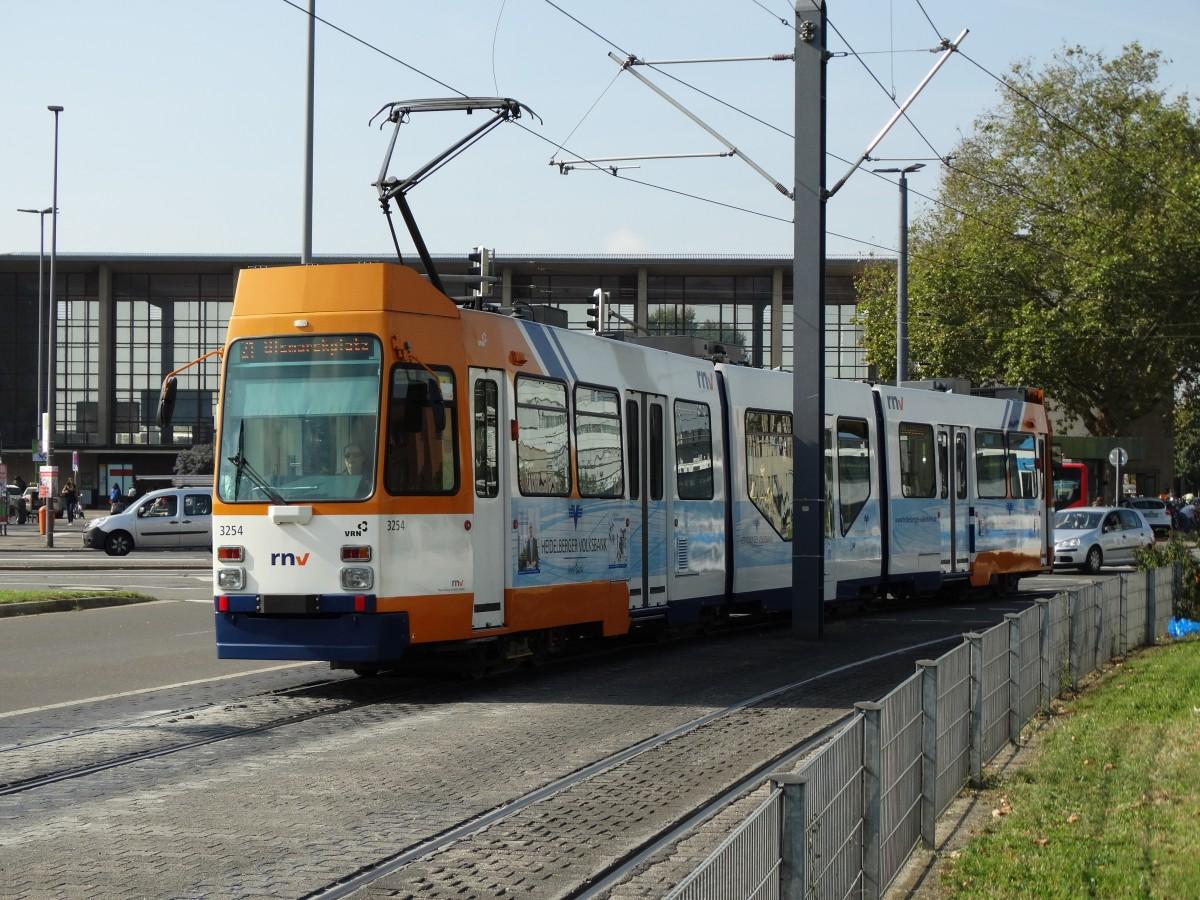 RNV M8C 3254 (modernisiert) am 02.10.14 in Heidelberg - Bahnbilder.de
