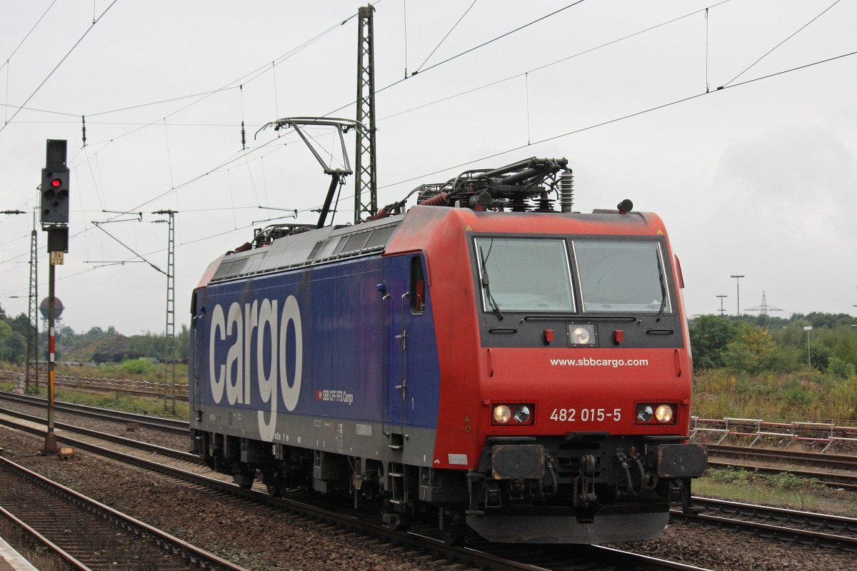 SBB Cargo 482 015 am 8.9.13 als Lz in Duisburg-Bissingheim.
