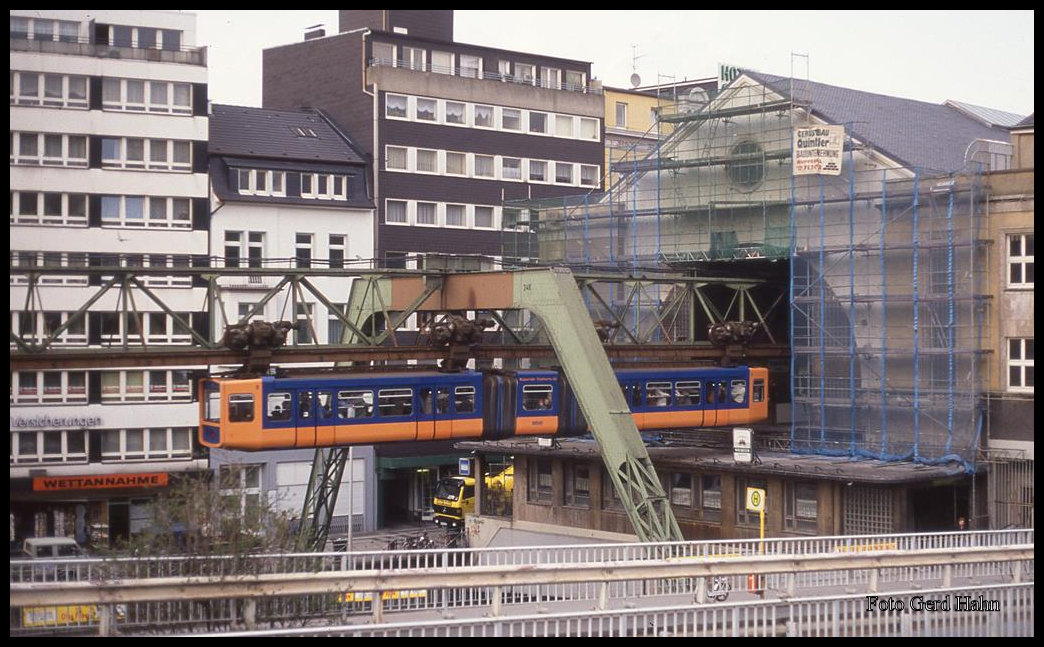 schwebebahn in wuppertal elberfeld nach vohwinkel am 24 heute werden diese wagen. Black Bedroom Furniture Sets. Home Design Ideas