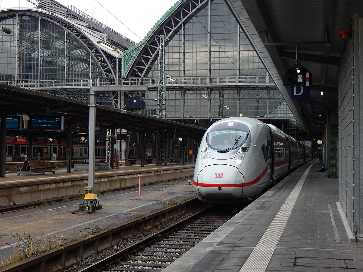 velaro d 407 als ice 912 von frankfurt hauptbahnhof nach k ln hauptbahnhof auf gleis 19 am 27. Black Bedroom Furniture Sets. Home Design Ideas