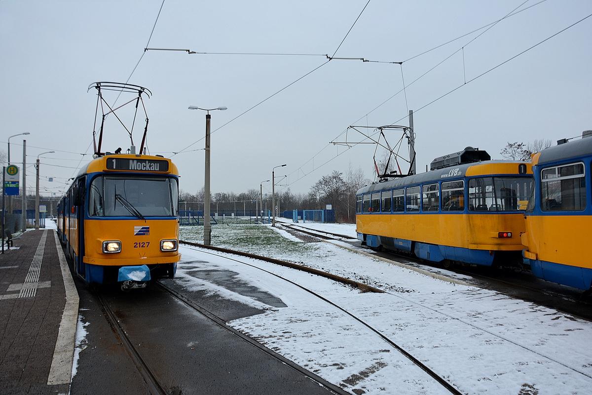 Zwei Leipziger Tatra Straßenbahnen In Der Schleife Lausen Linie 1