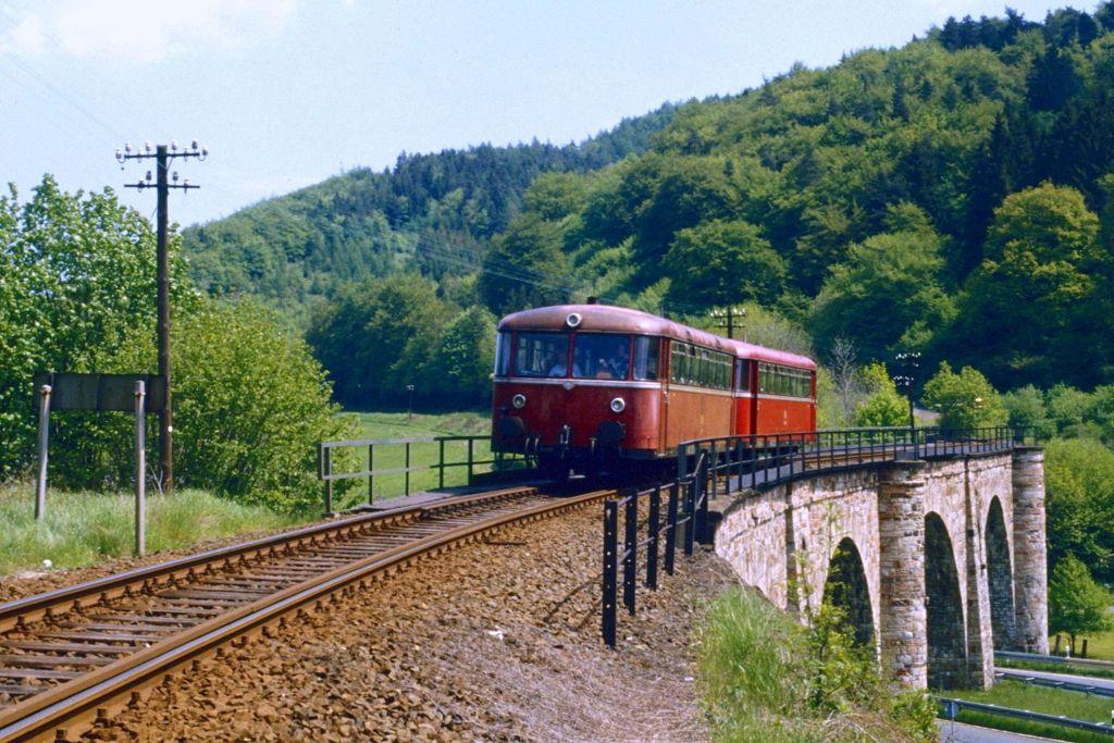 http://www.bahnbilder.de/bilder/1200/806865.jpg