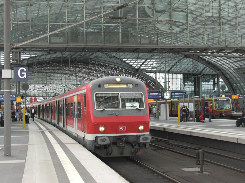 berlin hbf s bahn aus d sseldorf als zusatzzug s 28541 nach berlin ostbahnhof es geschah am 3. Black Bedroom Furniture Sets. Home Design Ideas