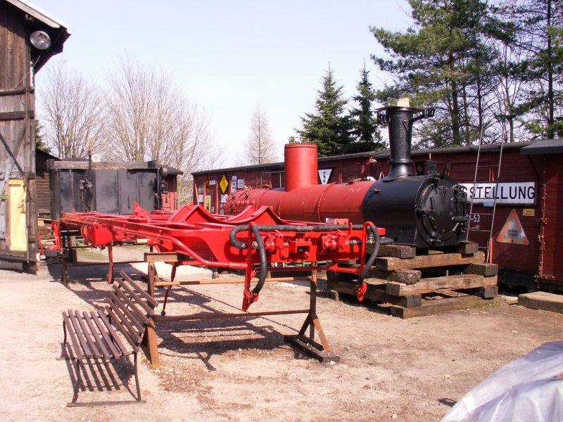 Der Kessel und der Rahmen von 99 582 in Schönheide.Die Lok soll nach ...