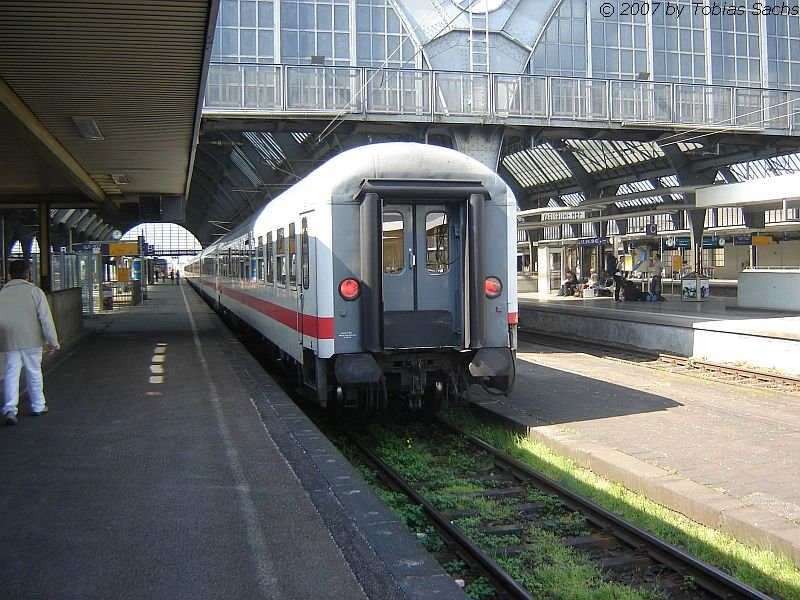 der letzte wagen bimdz im ec 66 steht im karlsruhe hbf der ec 66 der von stuttgart nach paris. Black Bedroom Furniture Sets. Home Design Ideas