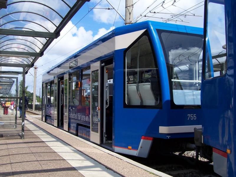Ein Niederflurbeiwagen Der Rostocker Stra Enbahn Am
