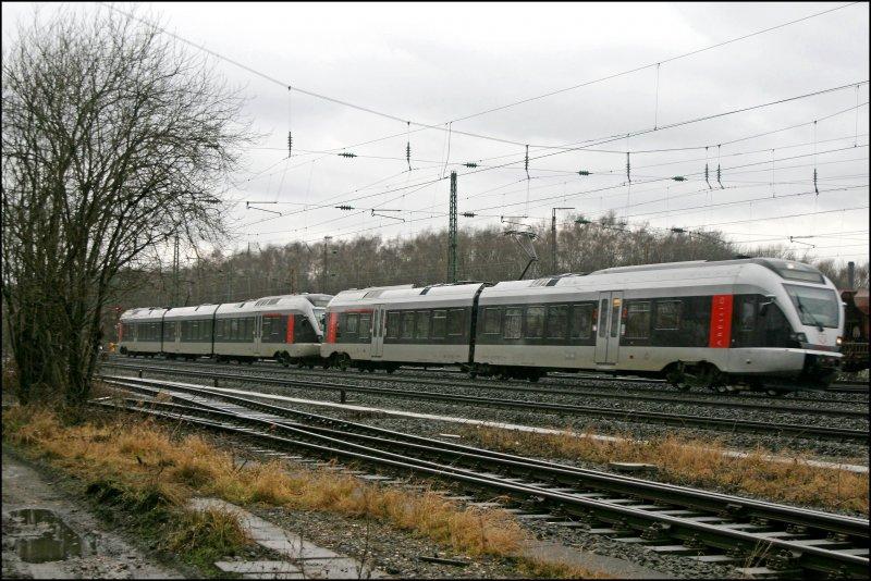 ... Düsseldorf und Duisburg fuhren einige Züge über di - Bahnbilder.de