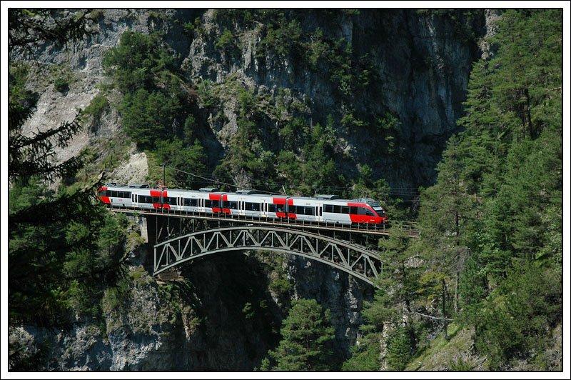 Genauso berühmt wie die Trisannabrücke ist die 66 Meter ...