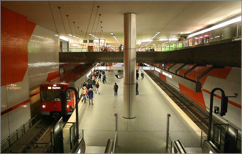 hauptbahnhof linie u2 1988 diese station wurde zusammen mit dem bahnhof opernplatz in. Black Bedroom Furniture Sets. Home Design Ideas
