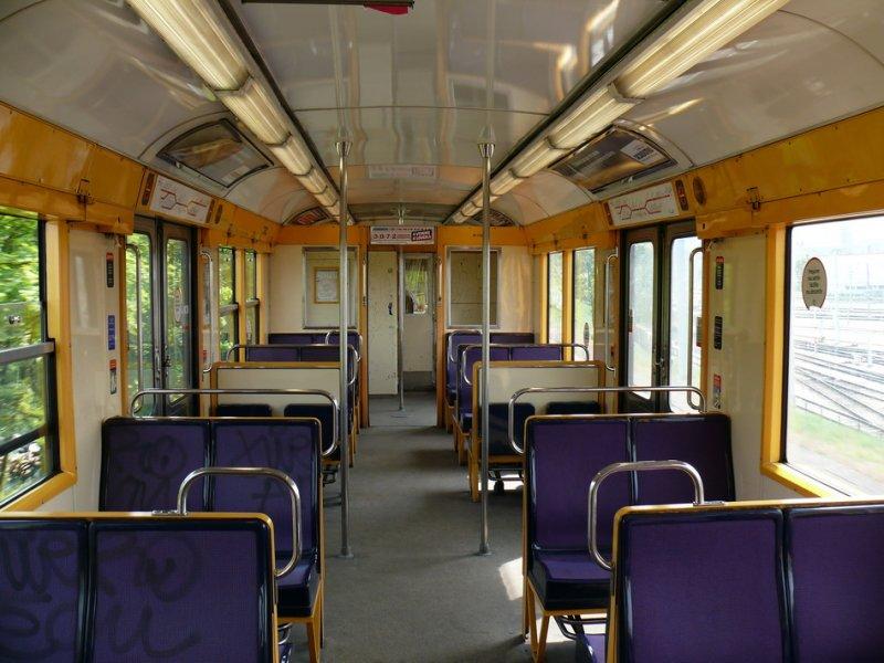 Drei RER(S-Bahn)-Züge der RATP (Pariser Verkehrsbetriebe): Die beiden ...