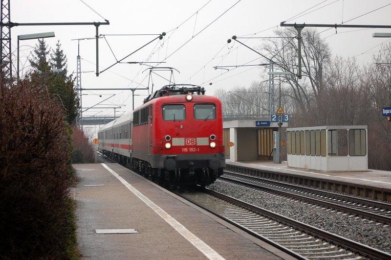 Pbz 2411 Personenzug F R Besondere Zwecke Durcheilt Auf