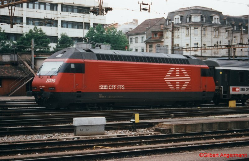 Re 460 006-0 am 25.07.1997 in Basel SBB.