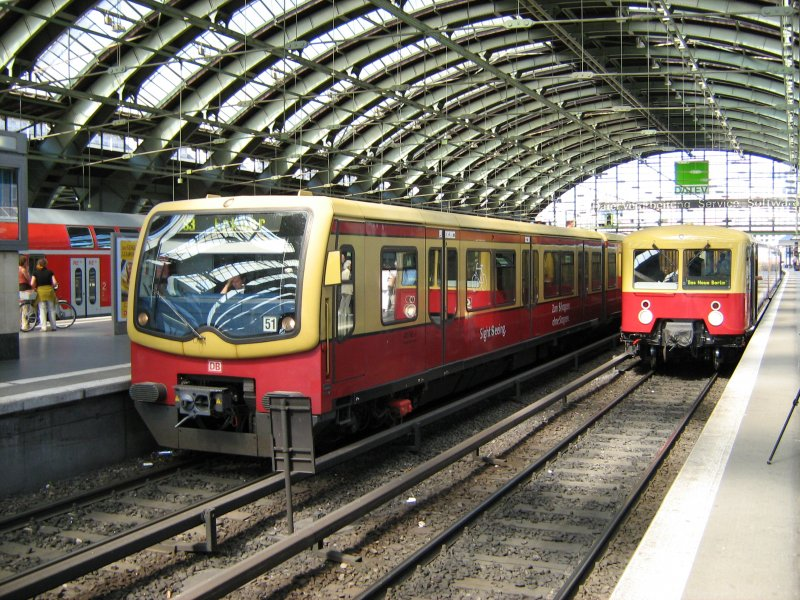 s bahn panorama zug im ostbahnhof berlin. Black Bedroom Furniture Sets. Home Design Ideas