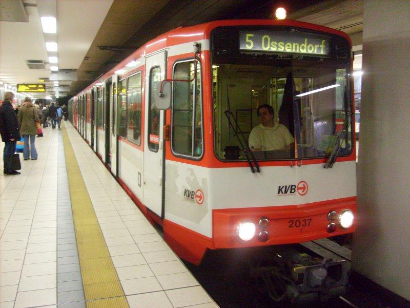 stadtbahnwagen 2037 an der haltestelle dom hauptbahnhof auf dem kurs der linie 5 mitte. Black Bedroom Furniture Sets. Home Design Ideas