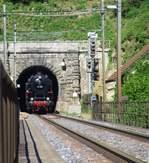 Am 28. Mai 2017 fand eine sehr seltene Dampffahrt mit der BR 01 202 des Vereins Pacific auf der Teilbahnstrecke Bülach-Winterthur statt! Im Bild schlüpft die historische Dampflok aus dem 1.8 km langen Dättenbergtunnel (Nordportal) hera ...