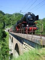 Am 28. Mai 2017 fand eine sehr seltene Dampffahrt mit der BR 01 202 des Vereins Pacific auf der Teilbahnstrecke Bülach-Winterthur statt! Im Bild ist die historische Dampflok mit ihrem Dampfsonderzug aus dem 1.8 km langen Dättenbergtunnel (N ...