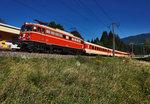 Nachschuss vom SR 17067 (Lienz - Spittal-Millstättersee), mit 1042.23 als Schublok, bei der Ausfahrt in Berg im Drautal. Zuglok war 1020 018-6. Aufgenommen am 27.8.2016.